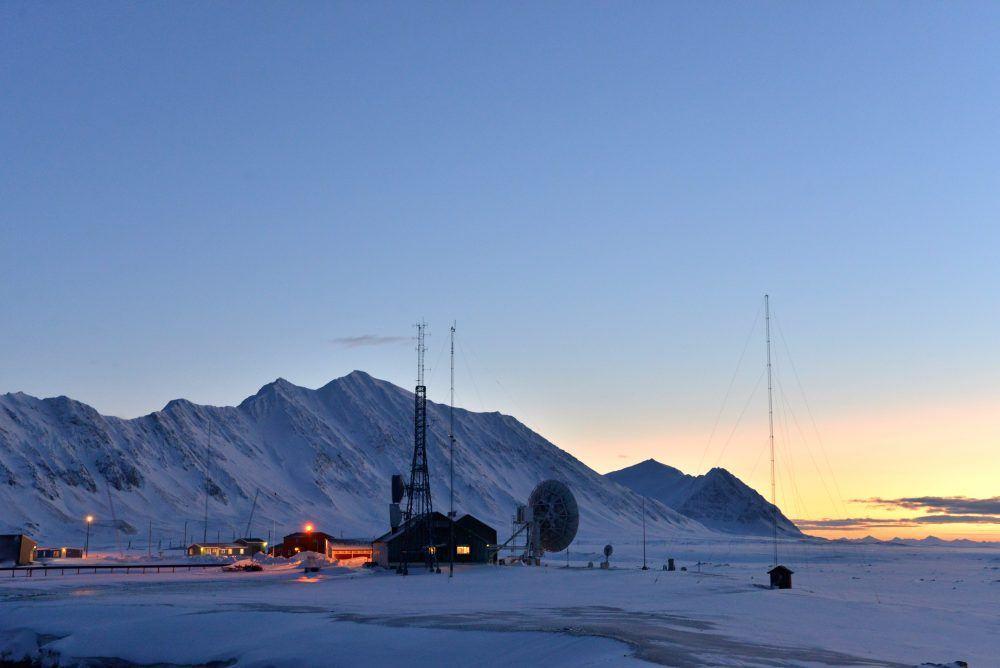 Isfjord Radio retur av sola