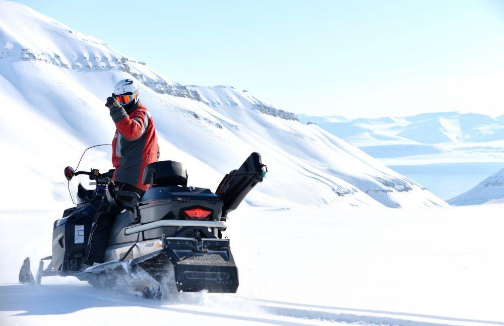 Snøscooter tur Vinter Svalbard