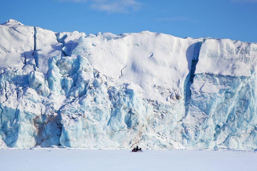Snowmobiling Spitsbergen