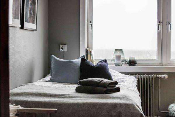 Guest bedroom at Basecamp Explorer Isfjord Radio adventure hotel in Spitsbergen.
